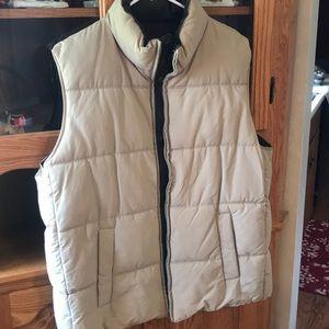 Men's tweed/cream reversible puffer vest